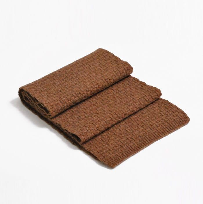 100% cashmere purl stitch scarf in hazelnut